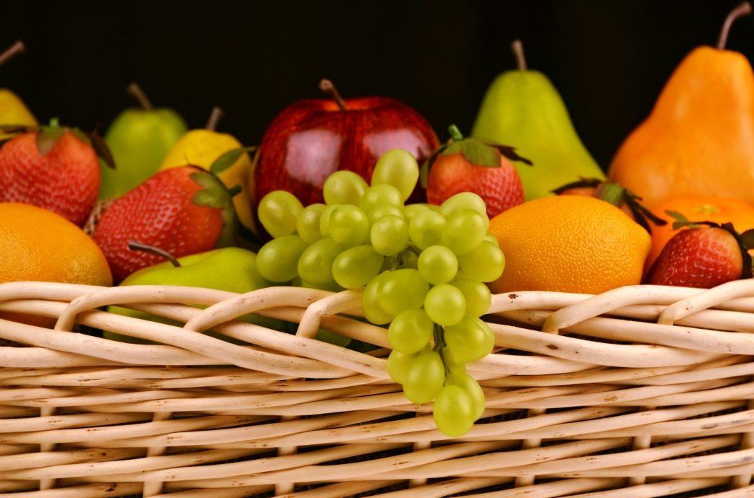Deko Obst in einem Früchtekorb