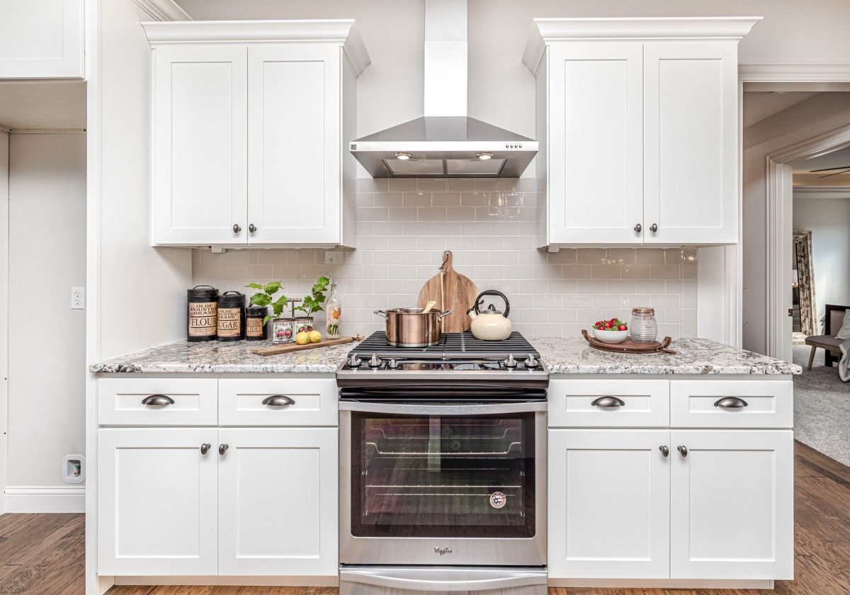 Mini Backofen mit Herdplatte in sehr kleiner Küche