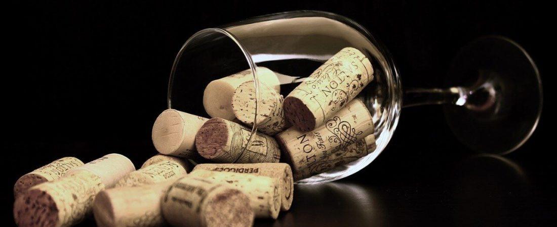 Weinglas mit Korken ohne Weintasche