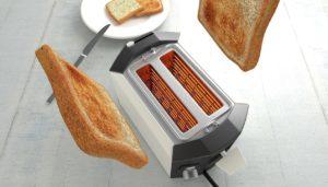 Toaster mit broetchenaufsatz laesst toasts springen
