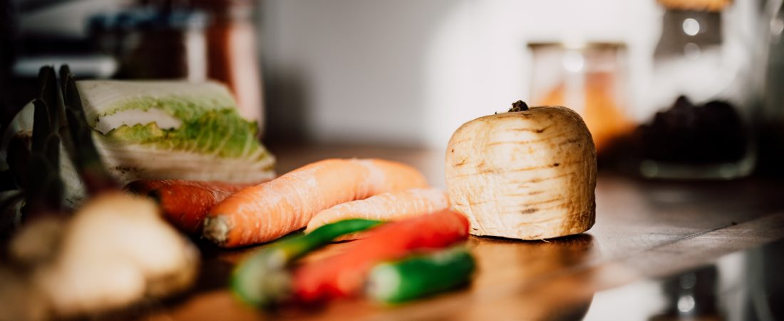 Rohkost Küchenmaschine mit Gemüse